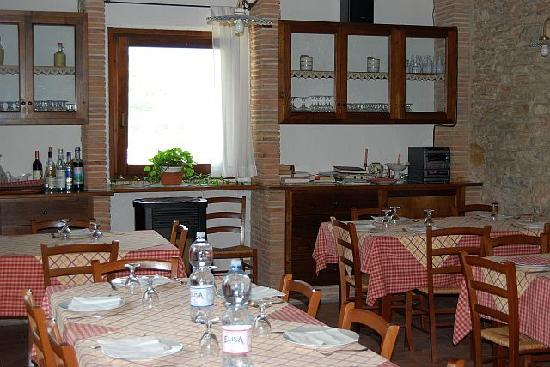 Il Casato: Restaurant serves traditional meals from products of own production - wine,pecorino cheese and m