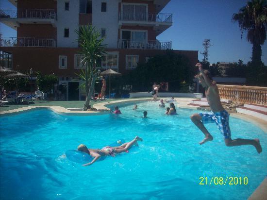 Apartamentos Playa Moreia: pool fun at palya moreia