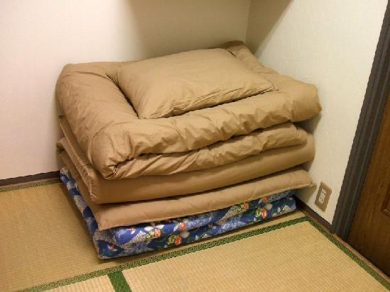 J-Hoppers Kyoto Guest House: comfy bed, ready to be set up!