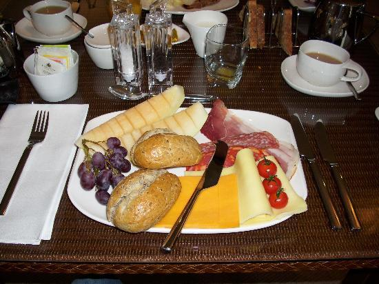 Milvil Corner Bed and Breakfast: fabulous continental breakfast