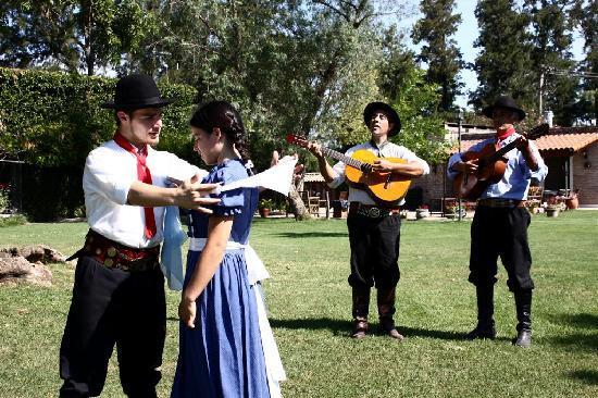 Estancia El Ombu de Areco: Baile Folcklorico