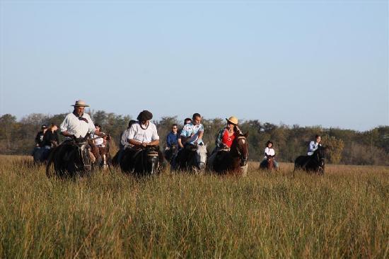 Estancia El Ombu de Areco: Cabalgata con gauchos