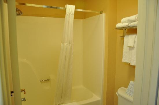 Staybridge Suites Corning: Bathroom