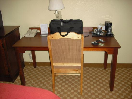 Country Inn & Suites By Carlson, Elyria: Desk/Work area