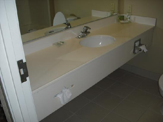 Country Inn & Suites By Carlson, Elyria: Bathroom Vanity