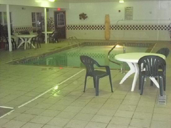 Country Inn & Suites By Carlson, Elyria: Pool