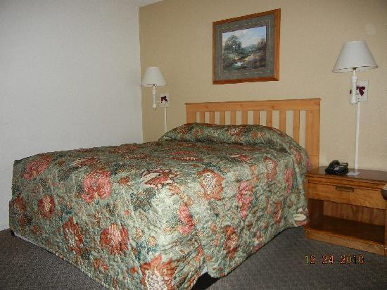 Cold Creek Inn: room #12