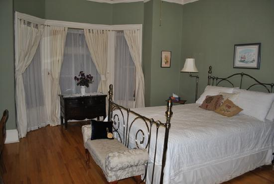 A Tanner's Home Inn: Our bedroom
