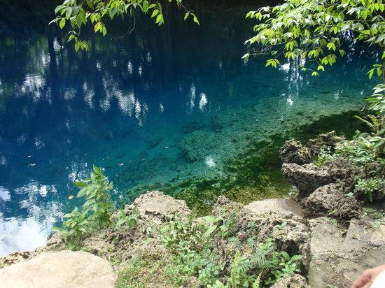Espiritu Santo, Vanuatu: Blue hole