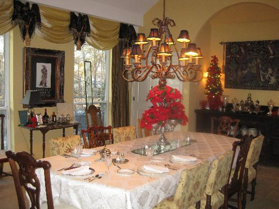 The Cedars of Marion: The dining room