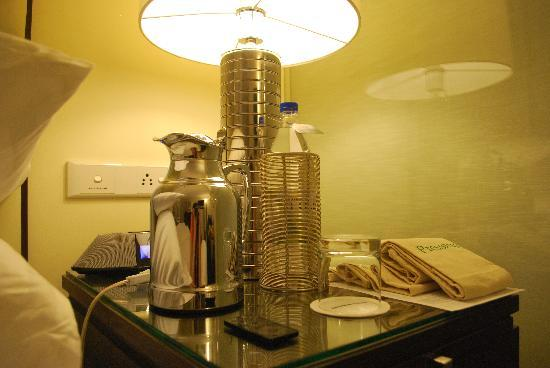 The Oberoi, Mumbai: Bedside table with water