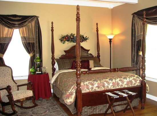 The Hill House Bed & Breakfast: The Thoroughbred Room