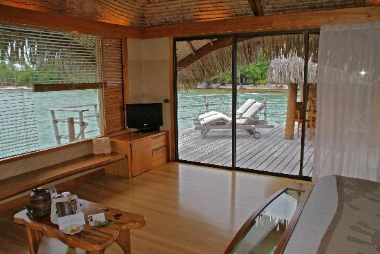 Le Taha'a Island Resort & Spa: Our Sunset Overwater Bungalow