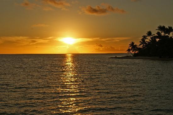 Le Taha'a Island Resort & Spa: Sunset