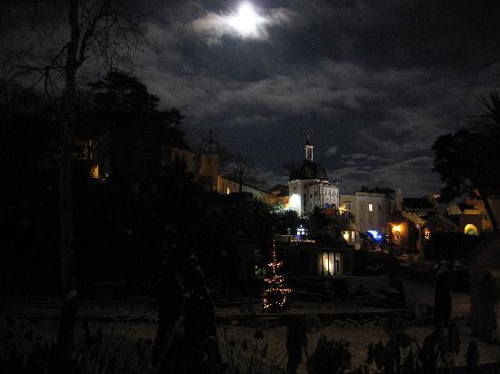 Castell Deudraeth: Portmeirion on a beautiful moonlit winters evening