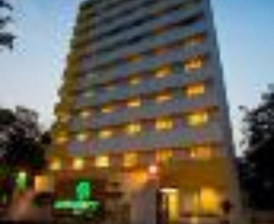 โรงแรมเลมอน ทรี อาเมดาบัด: Lemon Tree Hotel, Ahmedabad Thumbnail