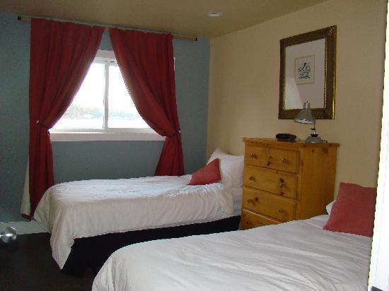 Captain's Inn: Two fabulous bedrooms with ocean view!