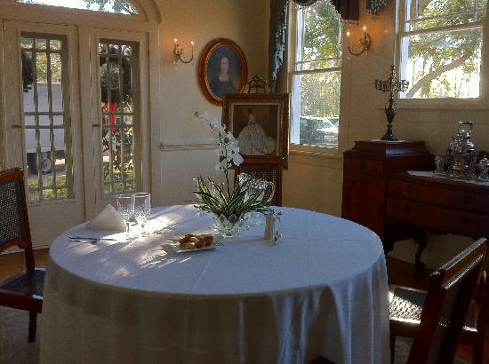 Oak Crest Mansion Inn: Breakfast Room