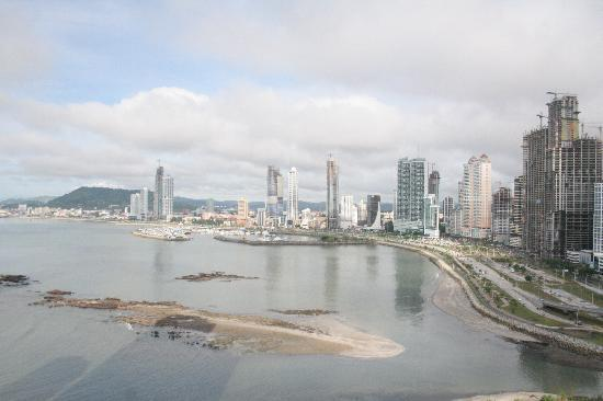 Plaza Paitilla Inn: View of the bay and Balboa Avenue, morning.