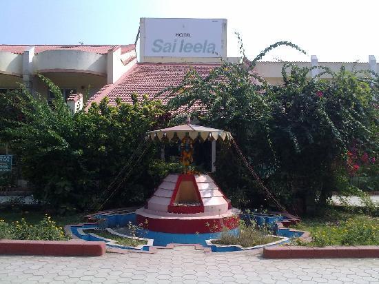 Hotel Sai Leela Entrance