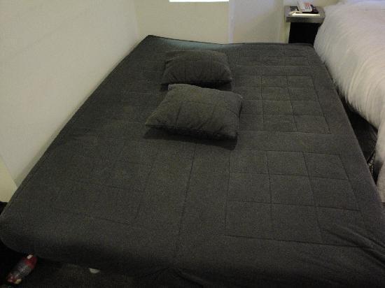 Manhattan Convertible Futon Sofa Bed