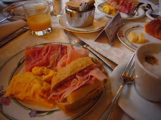 Amadeus Hotel : 朝食