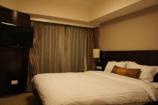 Somerset Grand Hanoi: Room with double bed