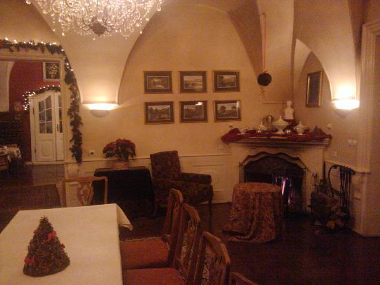Hotel Palace Staniszow: The warm dining area