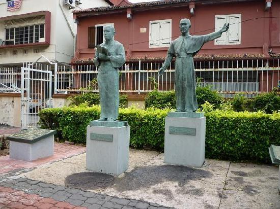 St. Francis Xavier Church: ザビエルとヤジローの銅像