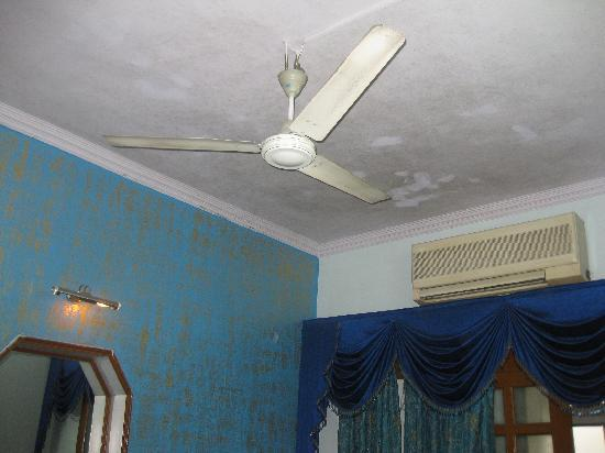 Hotel Horizon Palace: Aircon room (note - aircon didnt work, fan did and let us know about it)