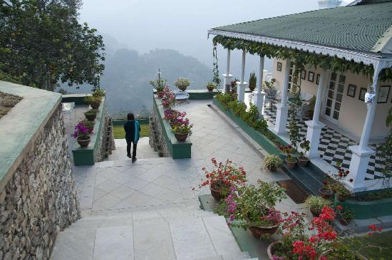 Glenburn Tea Estate: Walk to the bedrooms on the lower floor