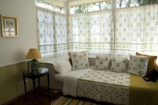 Glenburn Tea Estate: One of the beds in Rungeet suite