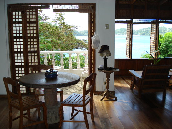 Kalaw's Place: dining and living area,