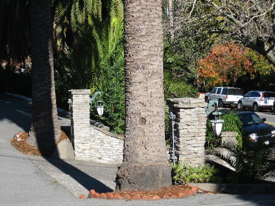 San Rafael, Californien: Nice stone wall at gate
