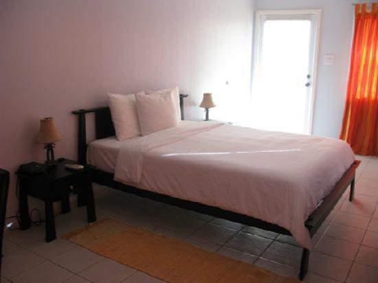 Wind Chimes Inn Antigua: bed