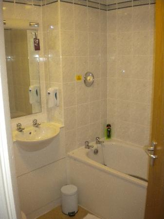 Bathroom picture of premier inn aberdeen anderson drive hotel aberdeen tripadvisor Premiere bathroom design reviews