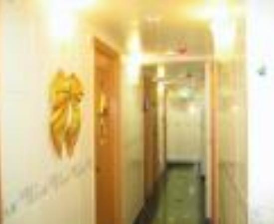 โรงแรมเดย์แอนด์ไนท์: New China Guest House Thumbnail
