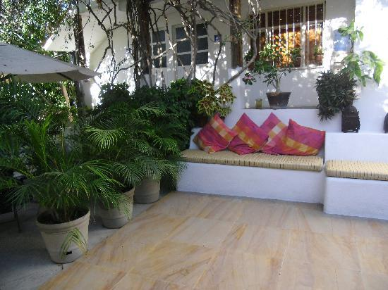 Los Milagros Hotel : Relaxing/reading area