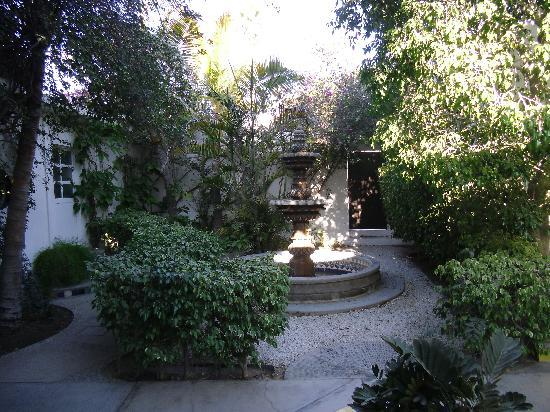 Los Milagros Hotel: Courtyard Fountain