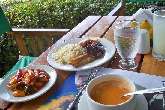 Hotel Tamaca Beach Resort: la comida