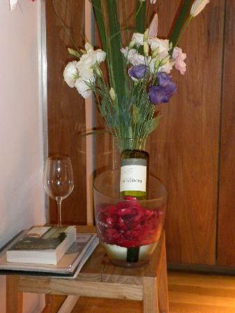 Tailor Made Hotel: Beautiful flowers and wine courtesy of the hotel!