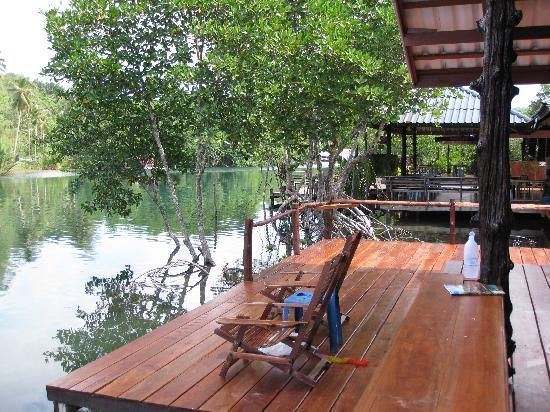 Baan Klong Jao Homestay : spacious balcony