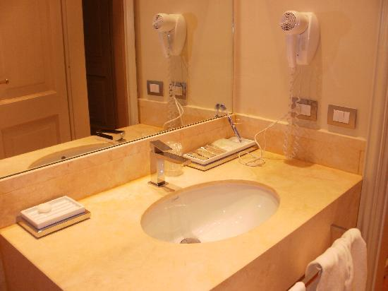 Bagno foto di hotel albergo duomo san gemini tripadvisor for Lavandino bagno