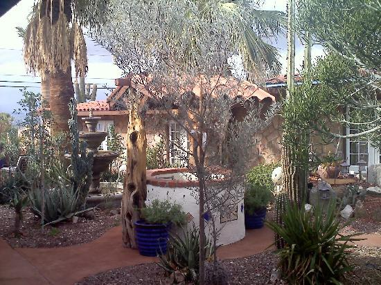 Tuscan Springs Hotel and Spa: One of two beautiful courtyards