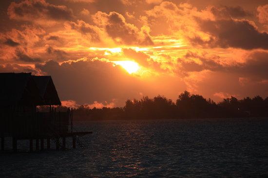 Villingili: Amazing sunsets