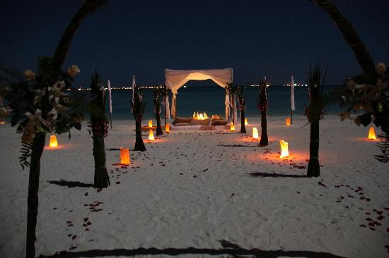 Shangri-La's Villingili Resort and Spa Maldives: Beach private dinner