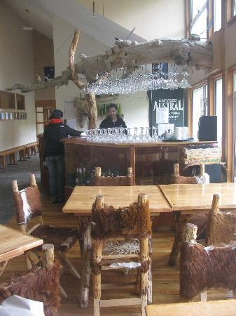 Refugio Torre Central-Torres del Paine: bar and dining area