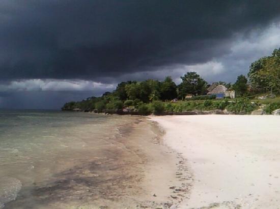 เอสคายา บีช รีสอร์ท แอนด์สปา: gorgeous on an overcast day