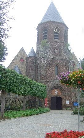 B & B Water Lily : The local church in Westouter