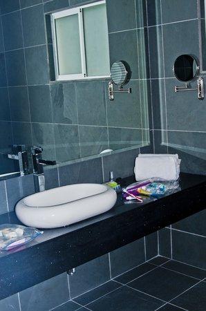 Shana By The Beach, Hotel Residence & Spa : Bathroom